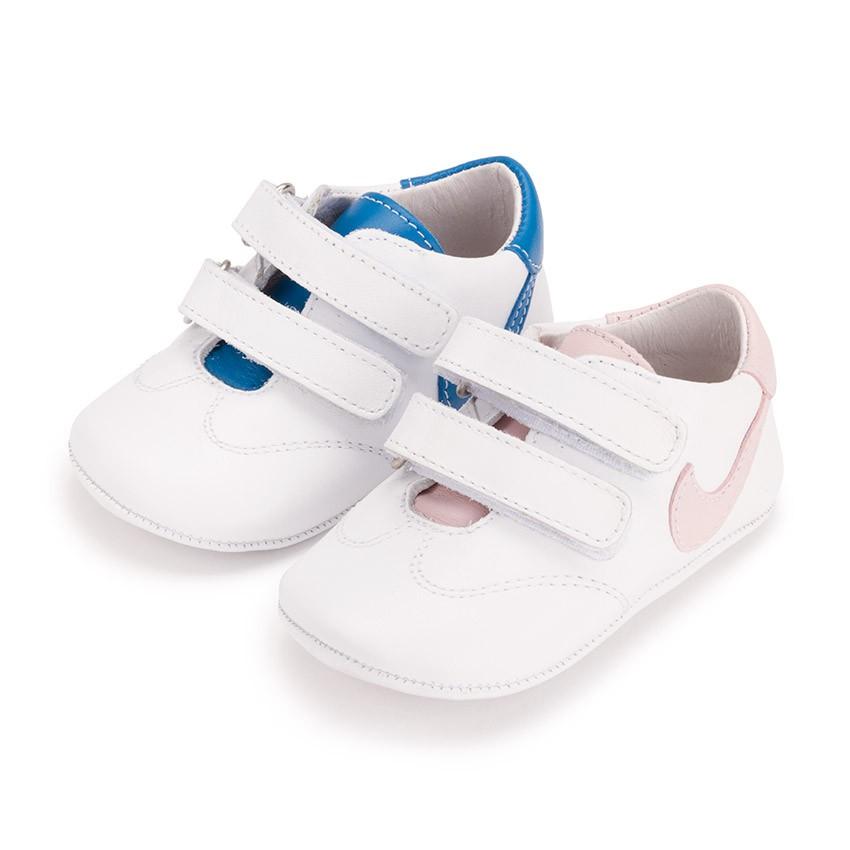 adidas Chile cuenta con una gran variedad de zapatillas de bebé. Puedes comprar online el modelo que desees y recibirlo directamente en tu domicilio.