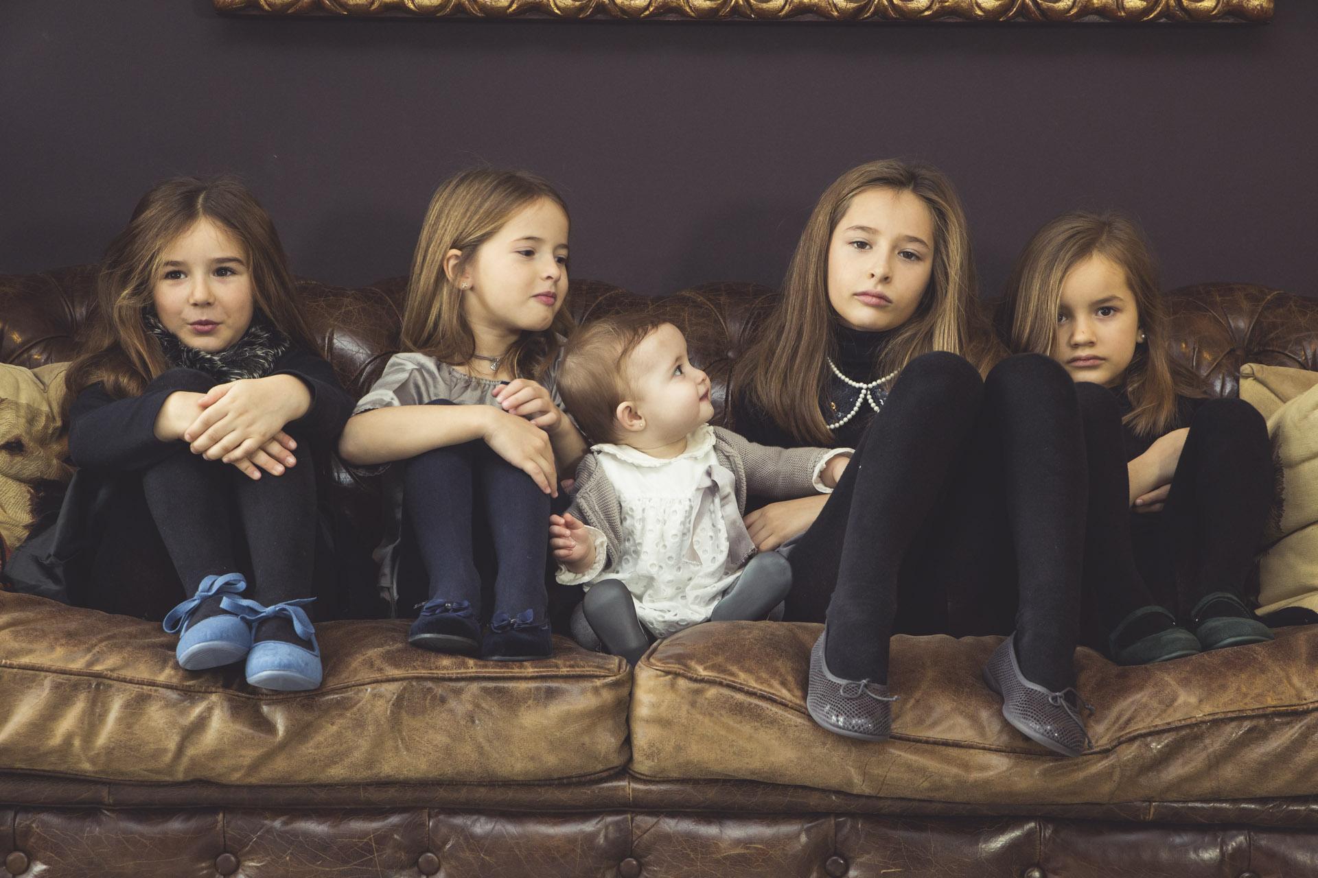 Variedad de zapatos elegantes para niñas